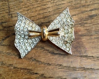 Gold and Rhinestone Jewelled Bow Brooch / Pin in Good Condition
