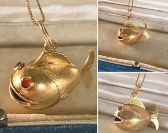 Vintage 18k yellow gold 3D puffy fish charm/pendant   Bezel set Red Ruby eyes   Detailed 3 dimensional puffer fish,blowfish,goldfish charm