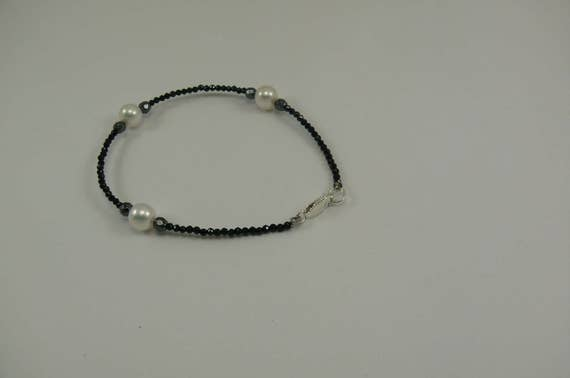 Freshwater White Pearl, Black Spinel and Hematite Bracelet with Silver Clasp 8""