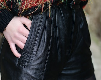 Retro look / Vintage black leather shorts 80's
