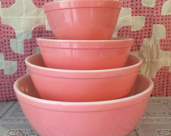 Vintage pink pyrex mixing bowl set of 4