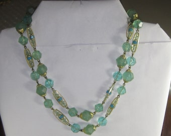 l-23 Vintage Necklace plastic beads choker