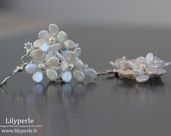 Earrings long white and silver flowers in pearls petals facets Bohemia beads granitees rock glass silver hooks