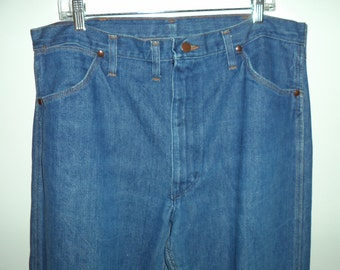 70's Wranglers USA// Outdoor hippie cowboy hipster// Vintage denim blue jeans medium wash// Men's size 38 x 30