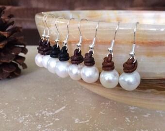 Pearl on leather earrings,pearl earrings,leather pearl earrings,pearl leather earrings,freshwater pearl earrings