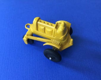 Cute Little Vintage 1950's Plastic Manoil Tractor Toy