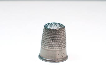 Vintage thimble , metal silver thimble , Needlework Tool ,  Sewing Thimble , Gift For Seamstress , Old Thimble, Embroidery Tool