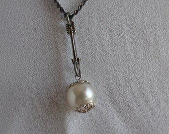 SALE!! Arrow and Pearl Necklace