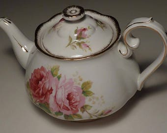 Royal Albert - Bone China - AMERICAN BEAUTY Tea Pot