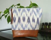 Essential Oil Bag, large oil bag, deluxe essential oil travel bag, large essential oil bag, 14 pocket oil bag, blue and ivory ikat print