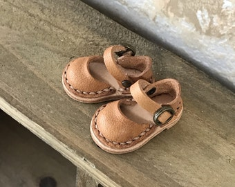 Real Leather:  sandals/ light brown/