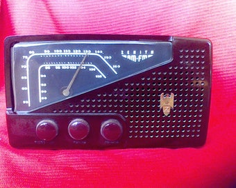 Antique 1950's Radio, Zenith, Am-FM Radio, tube Radio, Bakelite Case, Model 77H921, working