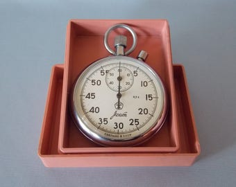 Soviet stopwatch AGAT. Mechanical chronometer USSR. Working. Stopwatch in the home box.