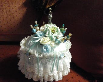 Vintage style pin cushion