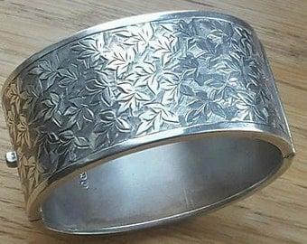 Art Nouveau Silver Tooled Cuff Bangle - 1913