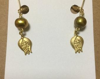 Golden flower earrings made in Tokyo