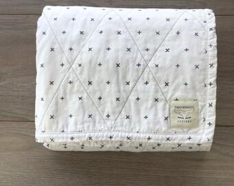 Minimalist quilt. Modern Baby Quilt. Snuggle Blanket. Gender neutral quilt. Baby boy quilt. Baby girl quilt. baby shower gift