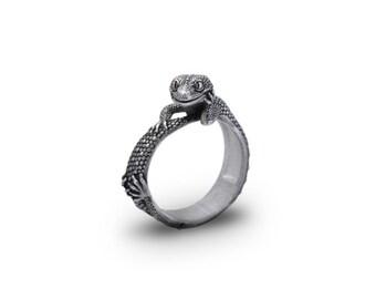 Gecko ring,  Lizard jewelry, Lizard ring, Reptile Jewelry, Salamander ring