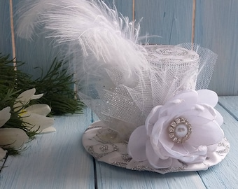 Wedding Top Hat Mini Top Hat Headband White Mini Top Hat Mad Hatter Hat Silver Mini Hat Tea Party Hat Alice in Wonderland Top Hat Fascinator