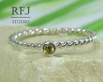 Natural Peridot Twist Silver Ring, 2 mm Round Cut August Birthstone Ring, Rope Sterling Peridot Ring, Green Genuine Peridot Braided Ring