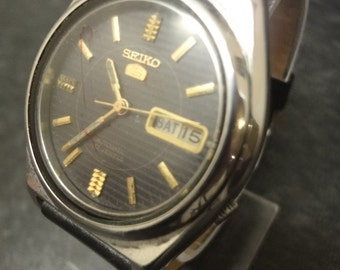 Seiko Vintage Mens AUTOMATIC watch,day and date super condition 7009-8763