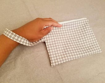 Zipper Wristlet Pouch - Wristlet Handbag in Gray and White Houndstooth