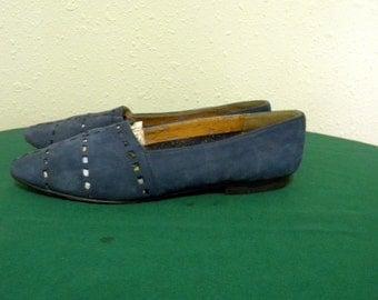 Perry Ellis shoes. Vintage shoes. Women shoes, Sz 8.5B Vintage blue suede 1980s flat Perry Ellis women slip on shoes.