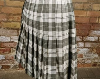 Vintage 70's wrap around mini skirt, plaid mini skirt, plaid pleated skirt, vintage pleat skirt, 70's mini skirt