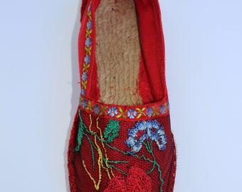 Red sneaker with a poppy embroidery and a lace flower