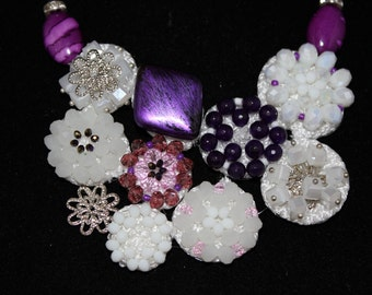 Necklace with pearls and semiprecious stones maxi pumps various white and purple