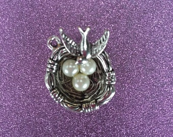 1 Silvertone Birds nest with artifical pearl eggs charm