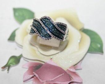 Elegant white 10 K gold ring set with blue and white diamonds