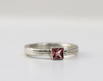 Silver ring with a pink TURMALINcarré