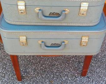 Vintage du barry luggage set
