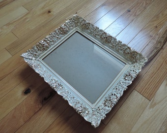 "Decorative metal frame style ""shabby chic"" with outline of flowers gold-free shipping"