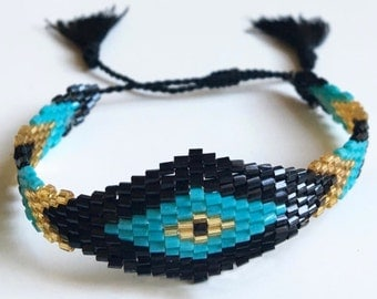 Sale / / / Pretty squaw boho Bracelet / / / woven seed beads