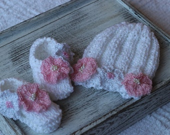 Baby Girl Shower Gift, New Baby Gift, Knitted Baby Hat and shoes, New Born Gift, Pink and White