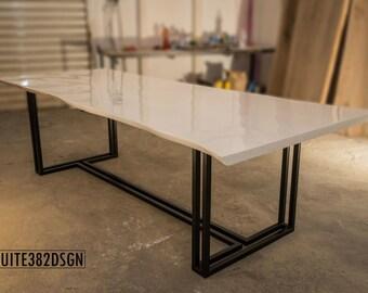 Designer Baumkanten-Tisch (live edge table) für 8-10 Gäste aus massivem Ahornholz (maple wood)