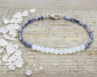 Bracelet sodalites and Opal / gemstones pearls / gems