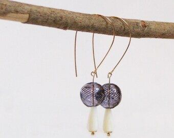 Gold-plated 14K earrings, Mother-of-pearl and blown glass Pearl