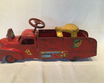 "Vintage 1940s ORIGINAL MARX Ride On VFD Fire Truck - 31"" long and Unrestored!"