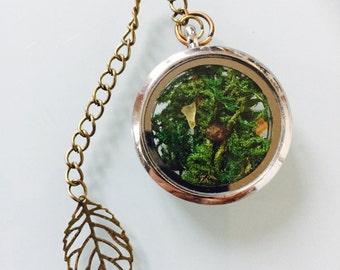 Pendant green moss and myrrh