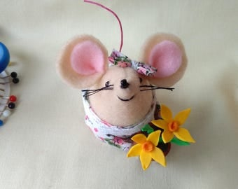 Felt mouse with flower pot, ideal as thank you gift or just a gift to yourself.