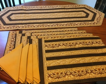 Golden stripe runner and placemat set