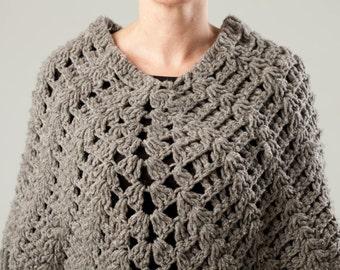Hand knit Mexican Poncho with Fringe / handmade / wool / Chiapas / mañanita de lana