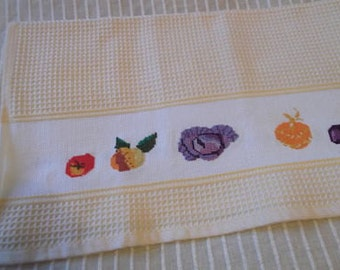 Cloth of kitchen with vegetables, hand embroidered in cross stitch