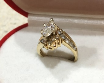 two separet wedding ring for woman,14k gold with 16 diamonds and 1.0ct  moissanite