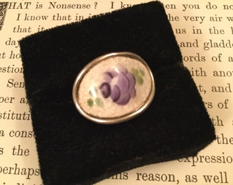 SALE! Charming vintage handpainted purple rose porcelain ring signed Coventry (A111)