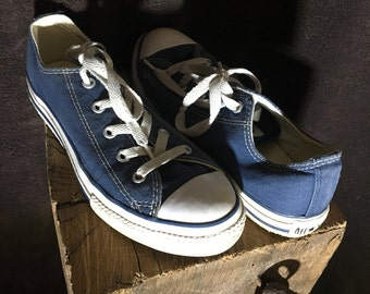Converse all stars size 2 youth navy blue canvas sneakers used