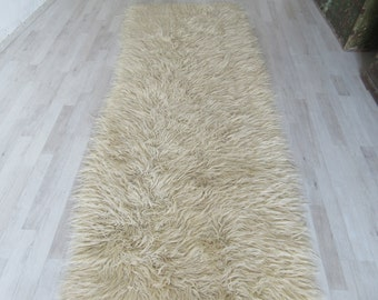 White Color Shaggy Tulu Rug, long piles wool Area Bulgaria Rug, Bohemian style shag flooring Bulgaria Rug Carpet. 6'8''x 6'7''/ 210 x 082 cm